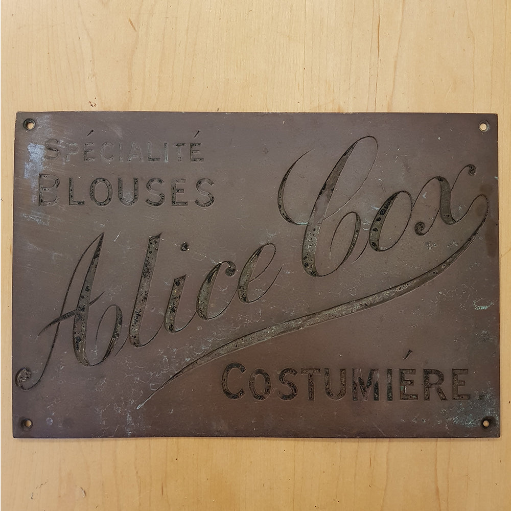 Costumiere Sign