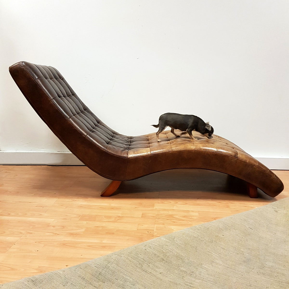 Leather Chaise Longue