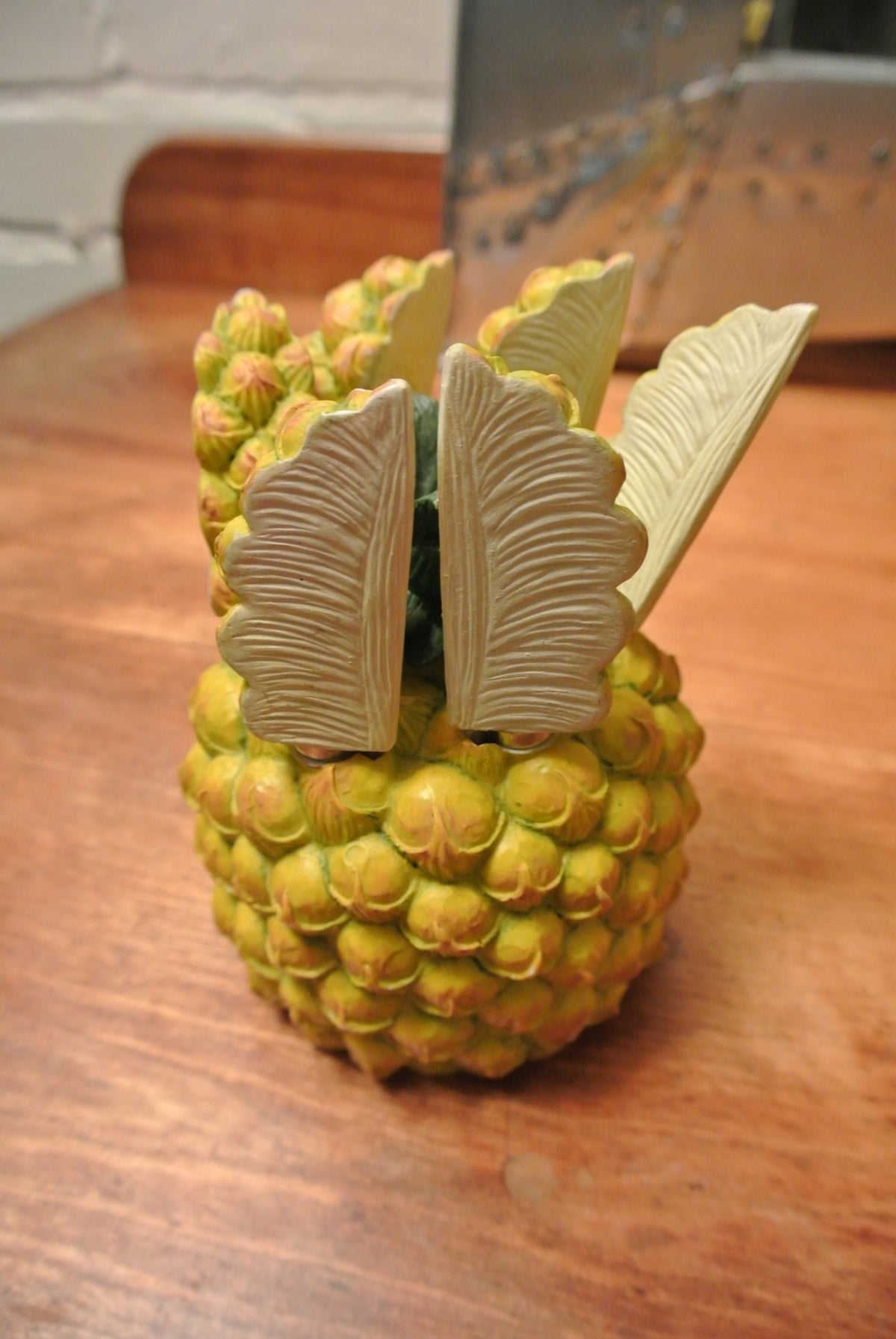 Pineapple butter knife holder