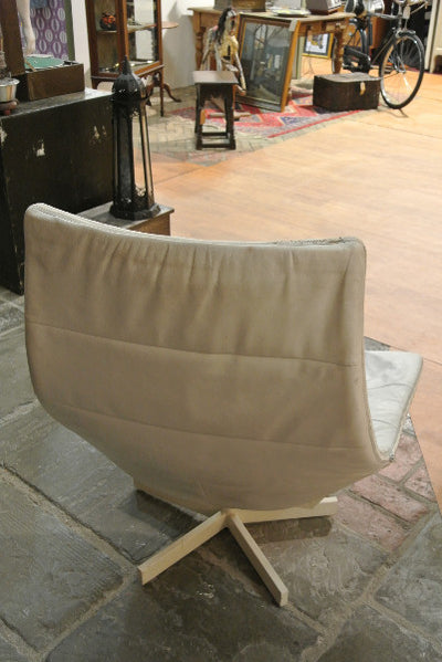 1970s Vintage White Leather Swivel Chair