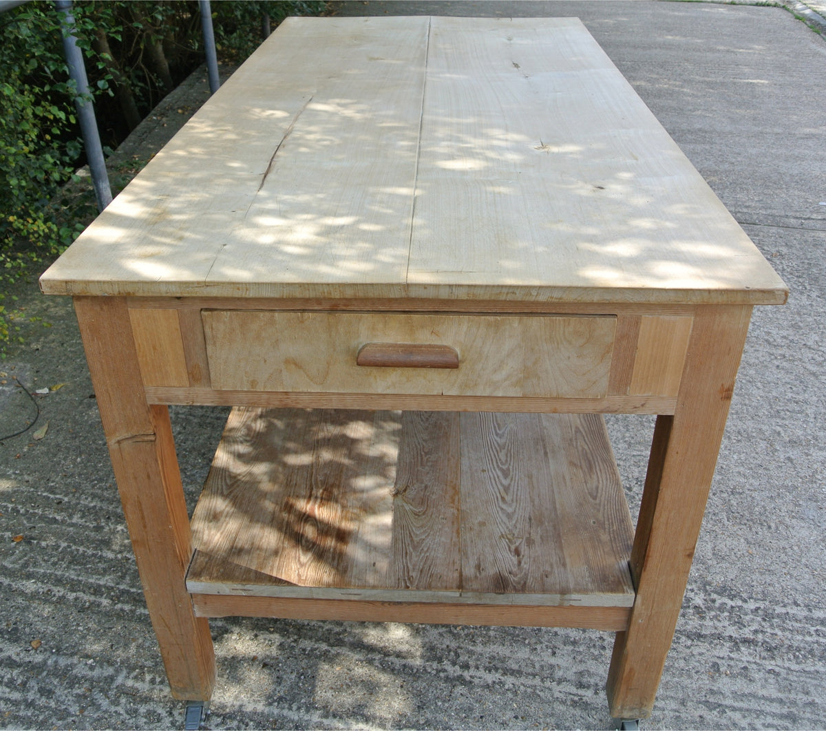 Antique / vintage pine kitchen table