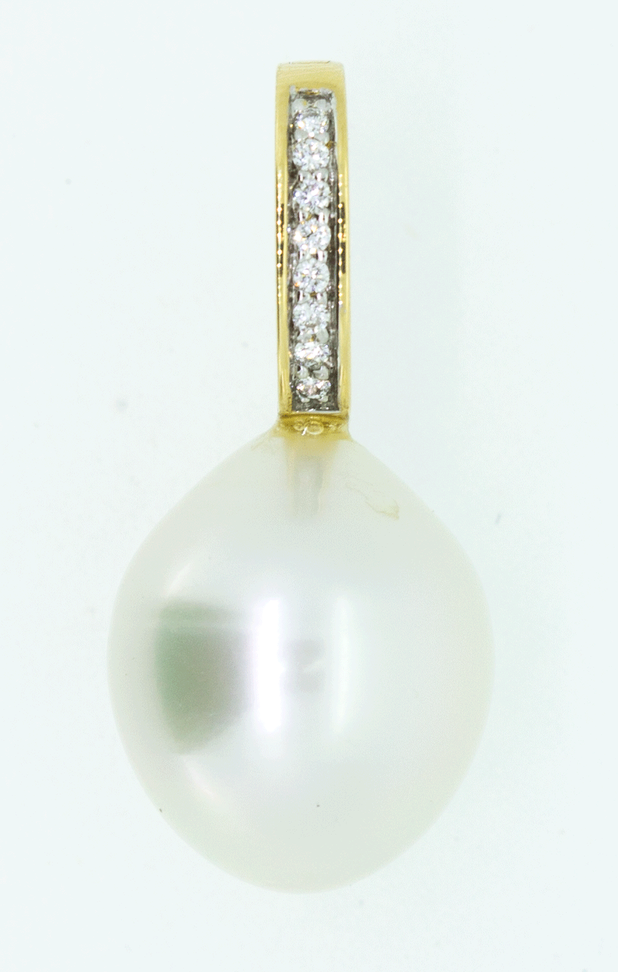 18CT Yellow Gold SOuth Sea Pearl & Diamond Pendant