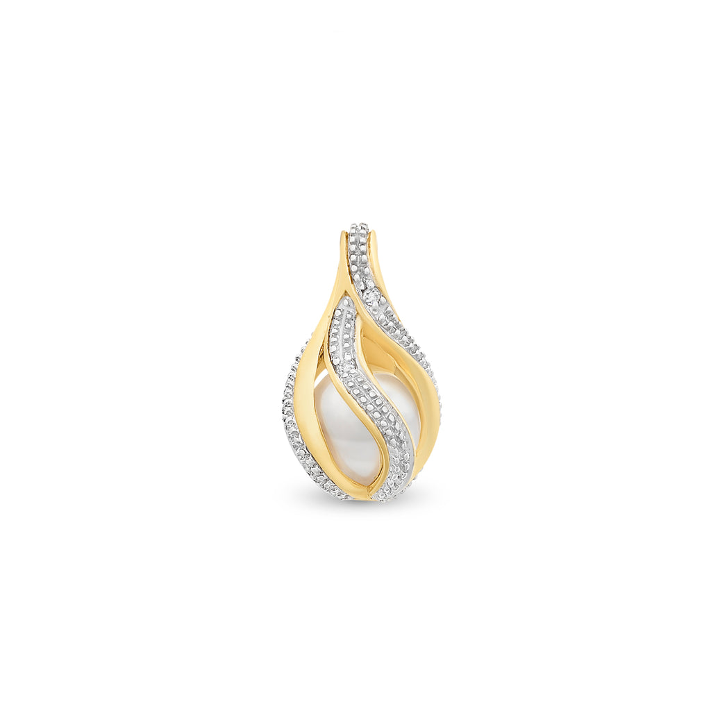 9ct Gold Freshwater Pearl & Diamond Pendant With Complimentary Chain