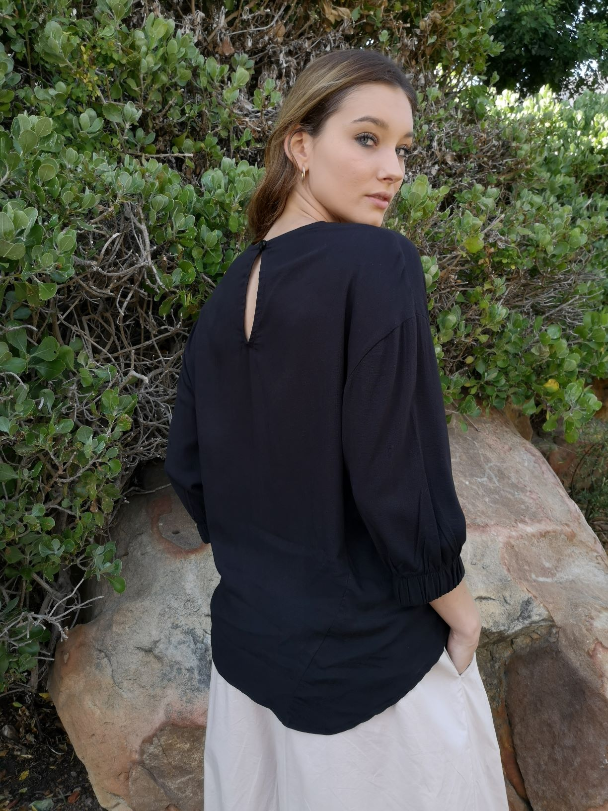 Black Easy Shell Top with back keyhole - back view