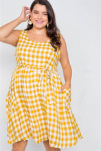 Load image into Gallery viewer, Plus Size Scoop Neck Side Pockets Gingham Midi Dress