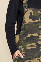 Carica l'immagine nel visualizzatore di Gallery, Camouflage Printed Overall Mini Dress Featuring Pockets And Frayed Hem