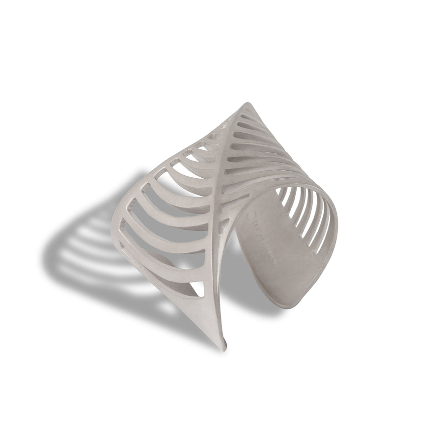 SHARCH CUT OUT BANGLE SILVER