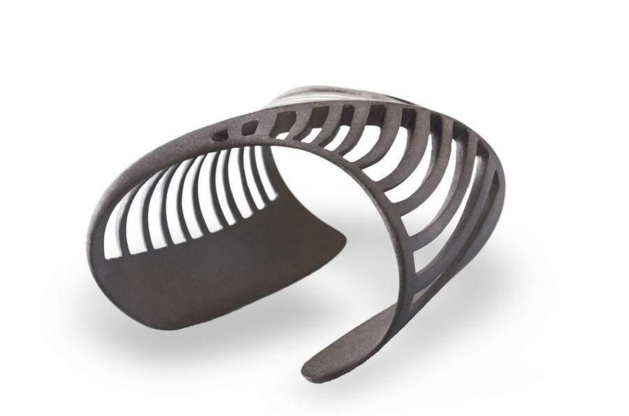 SHARCH CUT OUT BANGLE BLACK