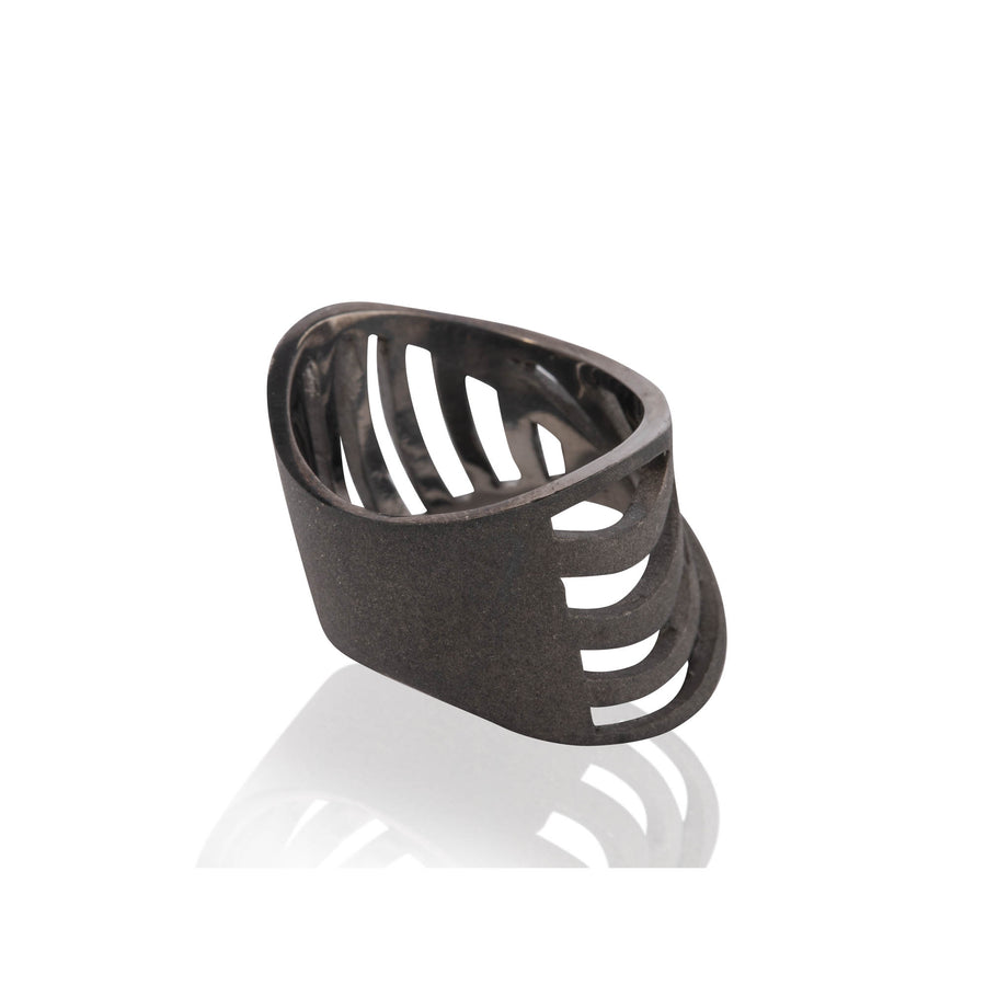 SHARCH CUT OUT RING BLACK SAND