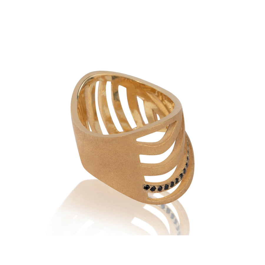 SHARCH CUT OUT RING GOLD & BLACK