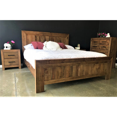 Farmyard Queen Bed