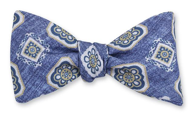 R. Hanauer Litchfield Medallion Bow Tie in Light Blue