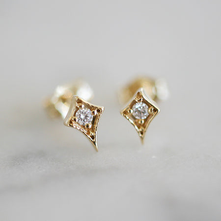 HALF DIAMOND STUD