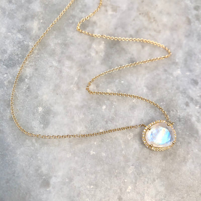 MAGICAL MOONSTONE NECKLACE