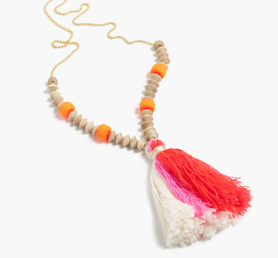 TASSEL NECKLACE WITH WOODEN BEADS