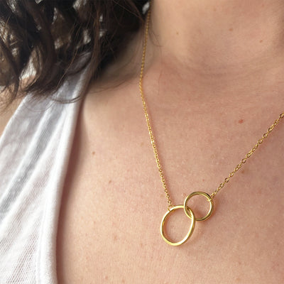Interlocking Gold Circle Necklace