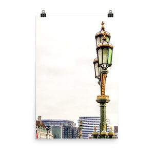 Lamp Of The Westminster Bridge Luster Art Print - Artouchmedia