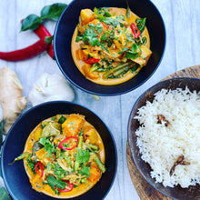 Load image into Gallery viewer, FROM THE FREEZER - Meal for 2. Aromatic Thai butternut squash & green bean curry (Vegan)