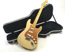 Load image into Gallery viewer, Fender American Deluxe Stratocaster 2004