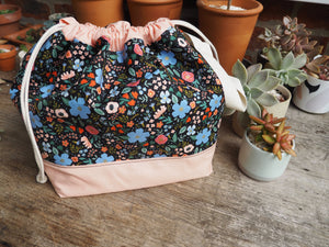 Made to order - Botanical yarn - Project bag style 01 - peach and navy floral