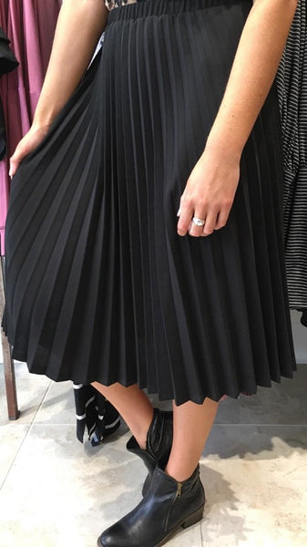 Pretty in Pleats Midi Skirt Black