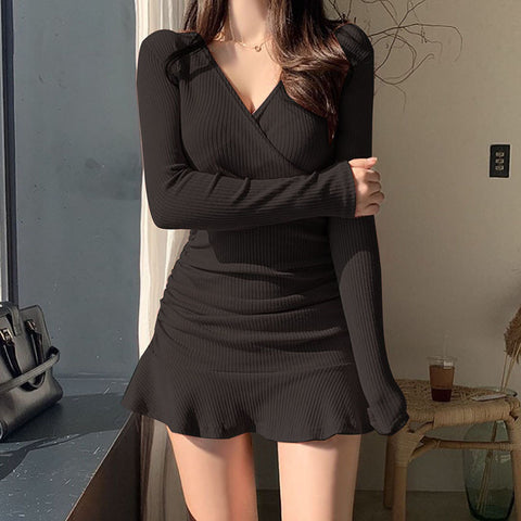 Black long-sleeved sexy v-neck ruffle dress