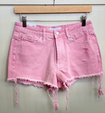 Load image into Gallery viewer, High Rise Frayed Hem Shorts