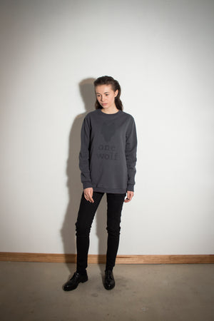 ONE WOLF LOGO sweater dark grey/grey logo - One Wolf