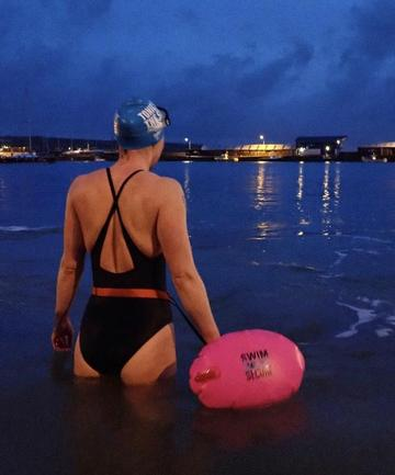 Six Advantages of Outdoor Swimming in the Dark