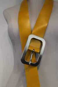 Yellow leather belt | 1990's