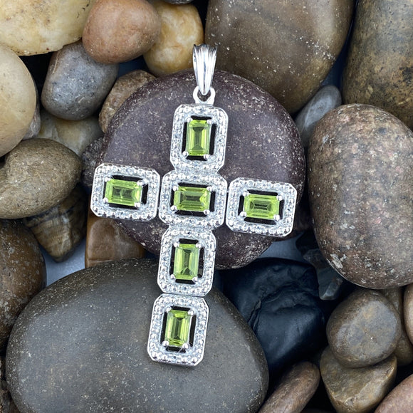 Peridot and White Topaz pendant set in 925 Sterling Silver