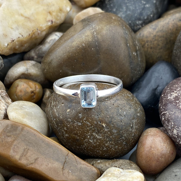 Aquamarine ring set in 925 Sterling Silver