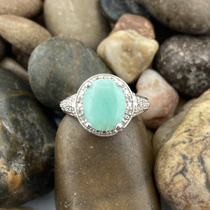 Emerald ring set in 925 Sterling Silver
