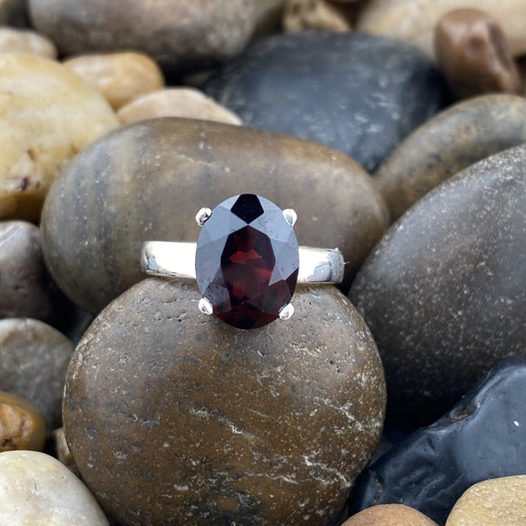 Garnet ring set in 925 Sterling Silver
