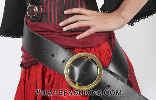 Lady Buccaneer Belt Black with Brass in Use