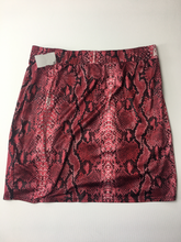 Load image into Gallery viewer, Fashion Nova Short Skirt Size Large