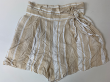 Load image into Gallery viewer, Forever 21 Shorts Size Medium