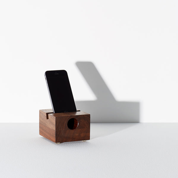 iPhone speaker and charging station - Us & Coutumes