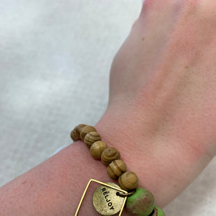 Primary Photo - BRAND:    CLOTHES MENTOR STYLE: BRACELET COLOR: GREEN SKU: 137-137160-28605