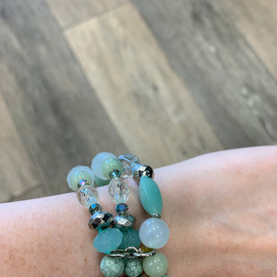 Primary Photo - BRAND:    CLOTHES MENTOR STYLE: BRACELET COLOR: MINT SKU: 137-13745-213845