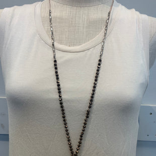 Primary Photo - BRAND:    CLOTHES MENTOR STYLE: NECKLACE COLOR: BROWN SKU: 137-13745-219874