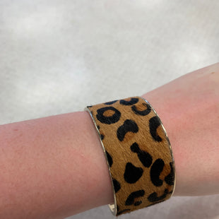 Primary Photo - BRAND:    CLOTHES MENTOR STYLE: BRACELET COLOR: ANIMAL PRINT SKU: 137-137160-28591