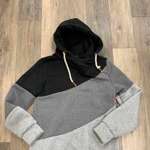 Primary Photo - BRAND:    CLOTHES MENTOR STYLE: SWEATSHIRT HOODIE COLOR: GREY SIZE: MSKU: 137-137160-28005