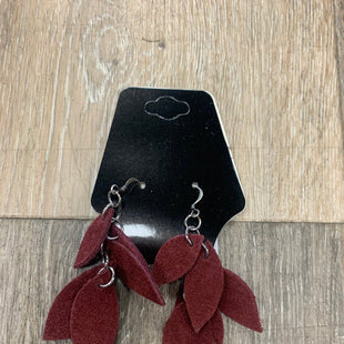 Primary Photo - BRAND:    CLOTHES MENTOR STYLE: EARRINGS SKU: 137-13745-219893