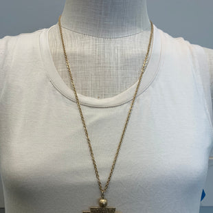 Primary Photo - BRAND:    CLOTHES MENTOR STYLE: NECKLACE COLOR: PINK SKU: 137-137191-7108
