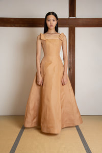 Shoulder tie voluminous gown in silk gazar