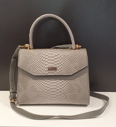 Nya by Vera May is a lovely faux snake skin small handbag, for those not wanting a big everyday bag, or one for an events. Nya comes with pockets and an adjustable long strap.,