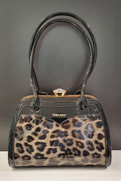 Finch by Vera May is a stylish medium size handbag with double shoulder straps. A lovely sparkly opening for the lady who likes a bit of sparkle!   This comes in a faux leather leopard print, with pockets inside and out.