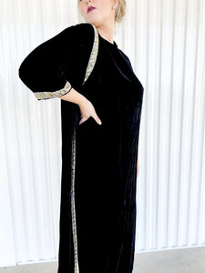 Marilyn New York Velvet Dress with Side Cape