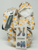 Snoozies Skinnies Slippers w/ Travel Pouch - Daisies